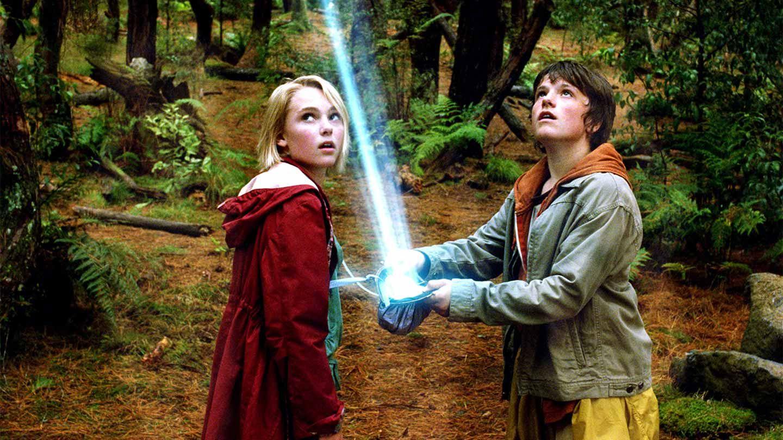 "AnnaSophia Robb and Josh Hutcherson in ""Bridge to Terabithia."""