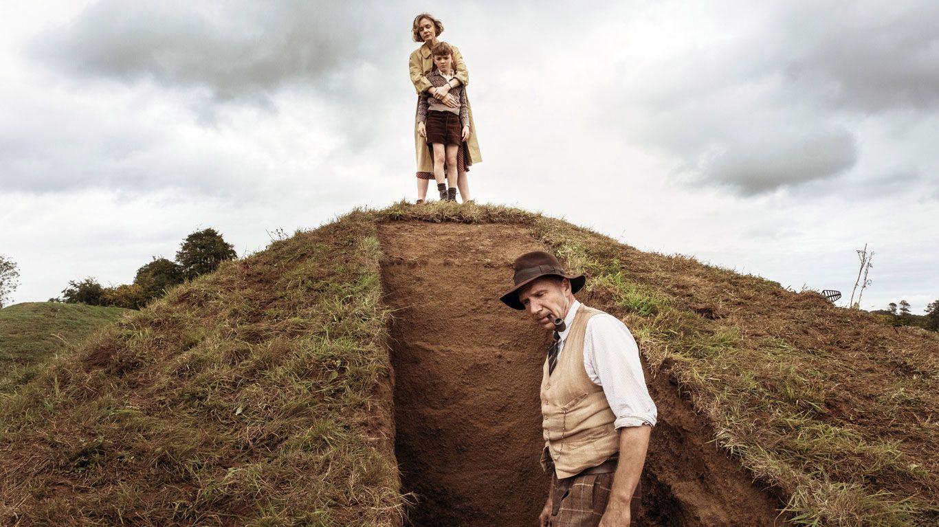 "Carey Mulligan, Ralph Fiennes in ""The Dig."""