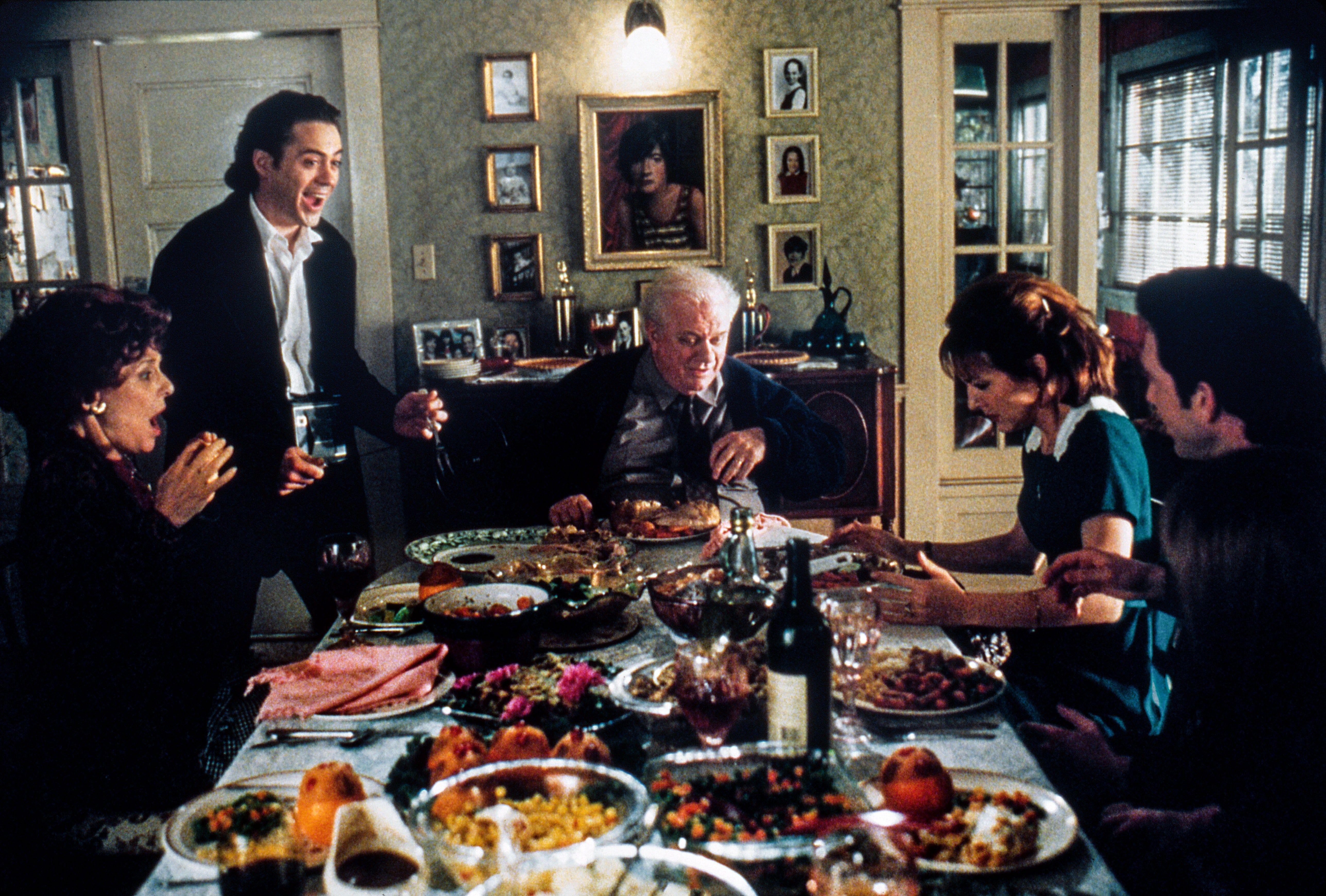 home-for-the-holidays-movie-thanksgiving-dinner.jpg