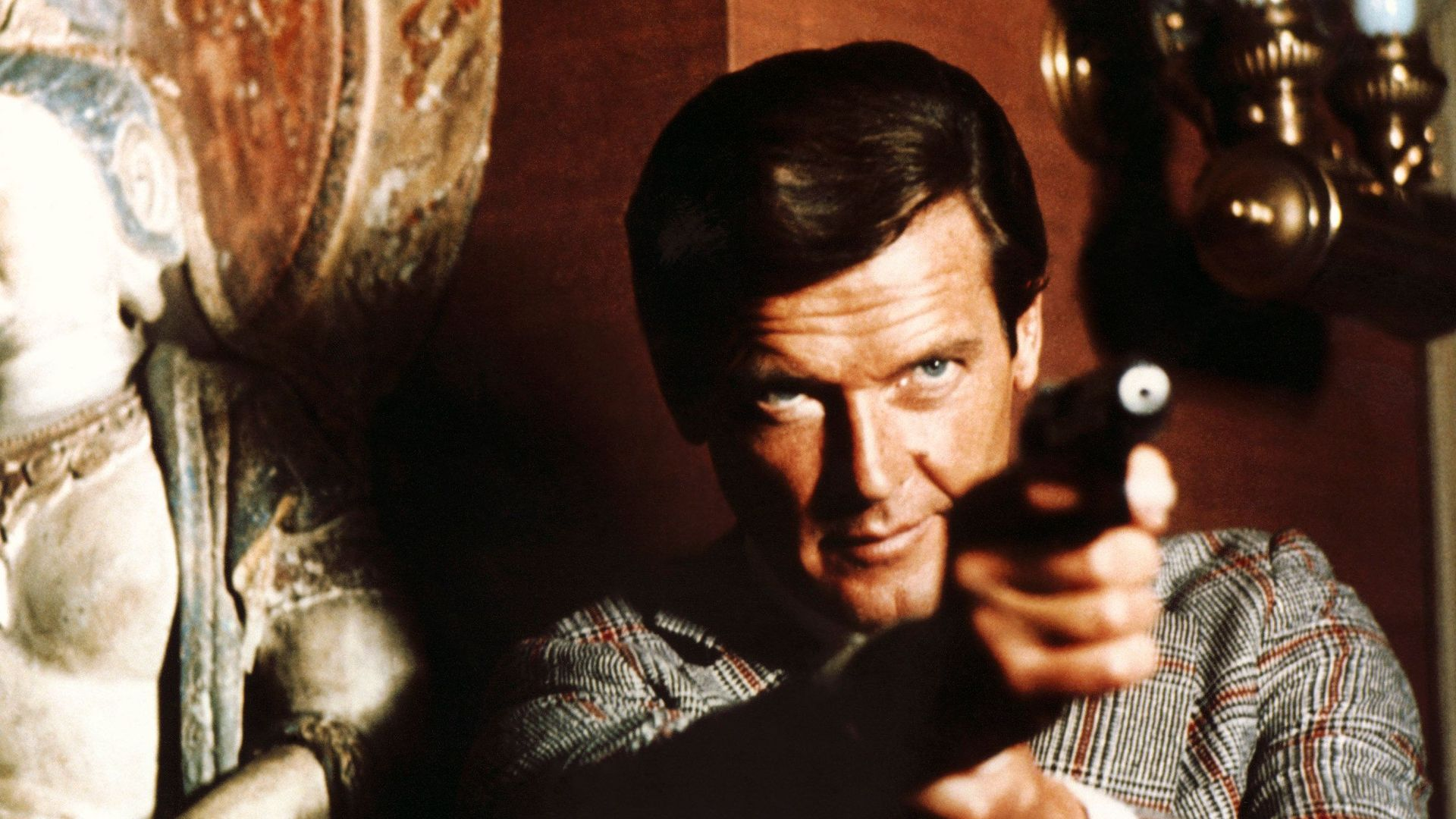 Roger Moore The Man with the Golden Gun